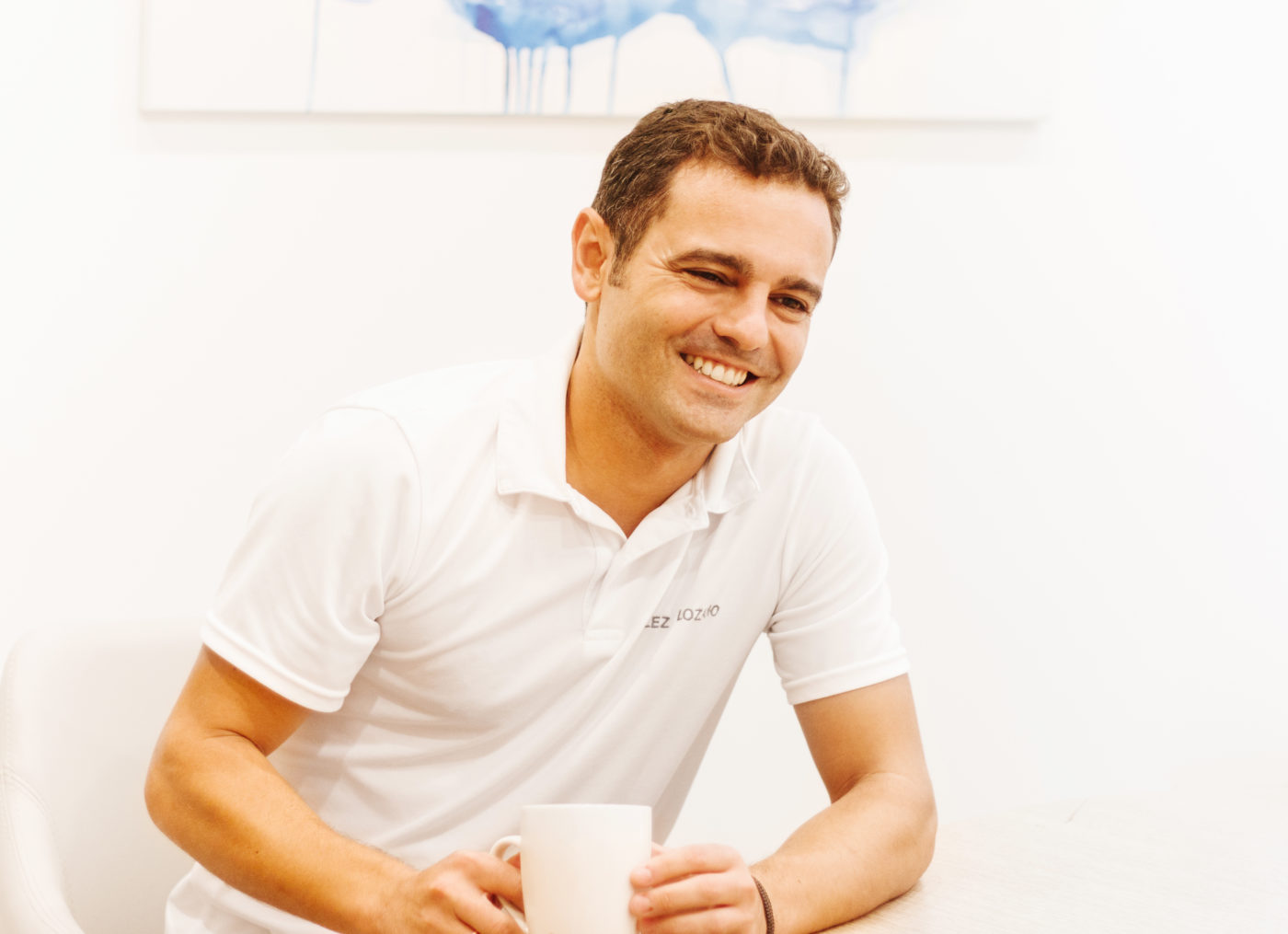 Fernando Vélez sonriendo