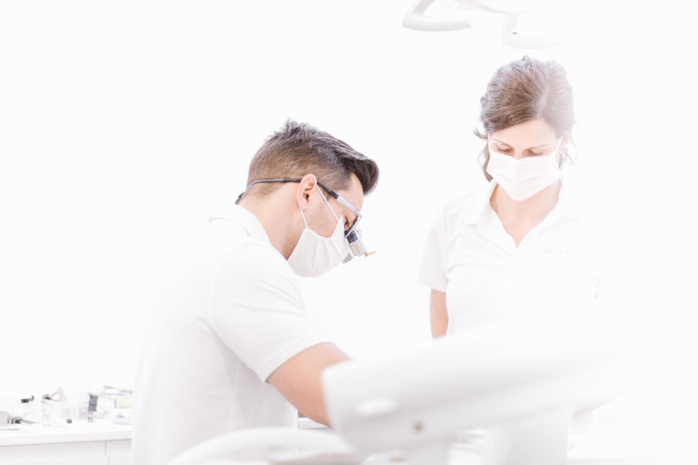 ignacio vázquez trabajando en la clínica